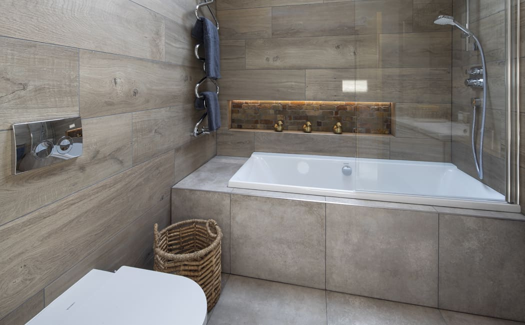 12 Built in Bath with Accent Bottle Recess