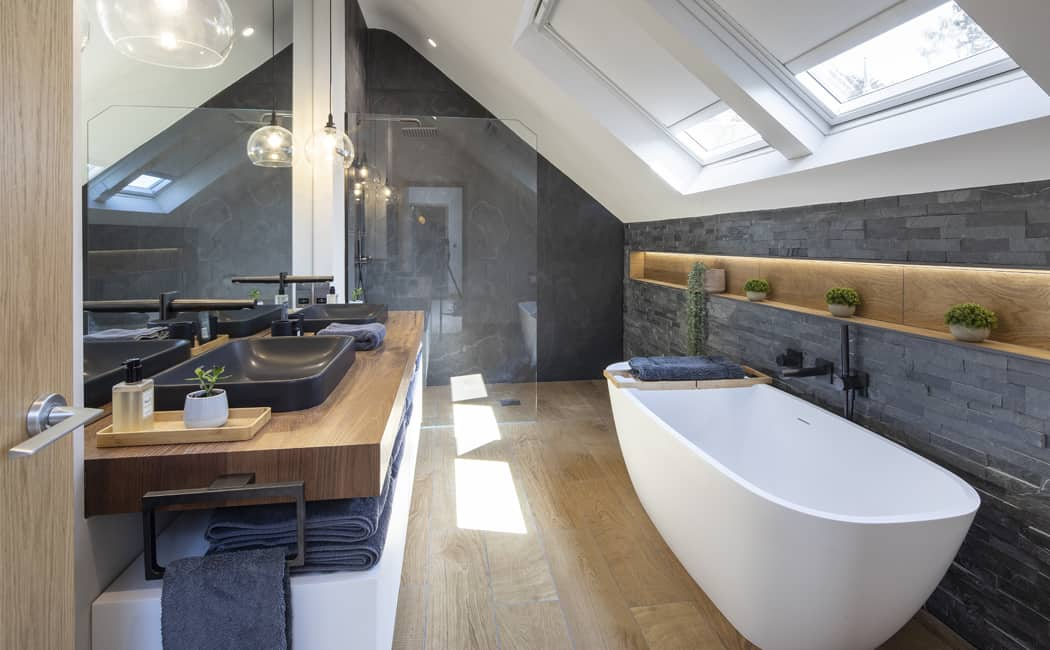 17 Master Ensuite with Large Walk In Shower and Freestanding Bath